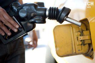 Сколько стоит заправить авто на АЗС утром 28 мая