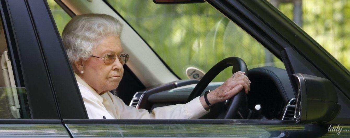 За кермо ні ногою: королева Єлизавета II ухвалила вольове рішення