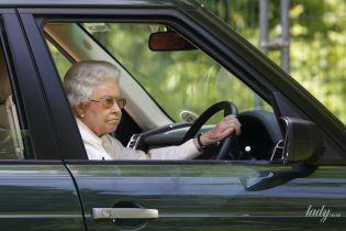 За руль ни ногой: королева Елизавета II приняла волевое решение