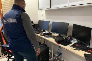 Кіберполіція викрила авторів вірусу, який замаскований під ліцензійне ПЗ