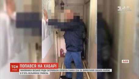 СБУ разоблачила на взятке чиновника Львовского городского совета