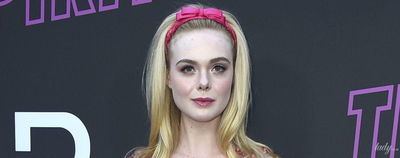 Как Барби: Эль Фэннинг в розовом платье со стразами приехала на показ фильма