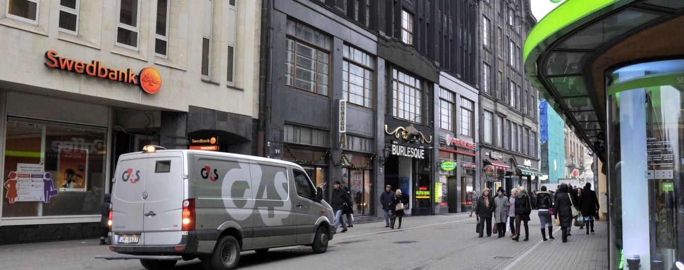В Эстонии начали проверки банка, который подозревают в отмывании денег Януковича