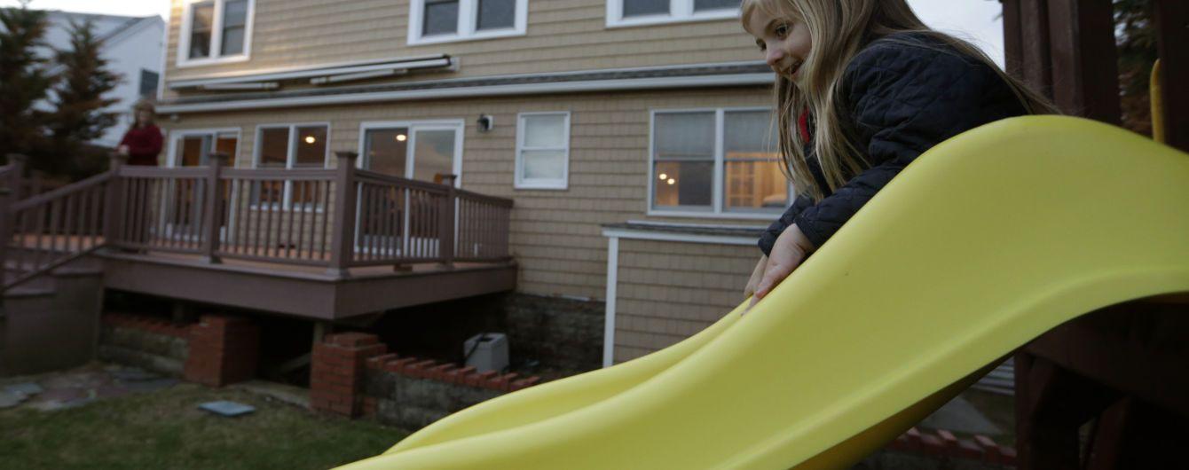 В Польше неизвестные облили детскую карусель кислотой, пострадал ребенок