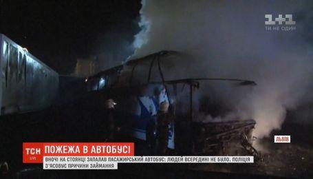 У Львові ущент згорів туристичний автобус