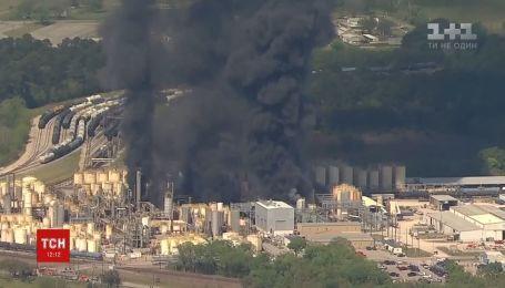 Пожар снова разгорелся на нефтехимическом заводе в Техасе