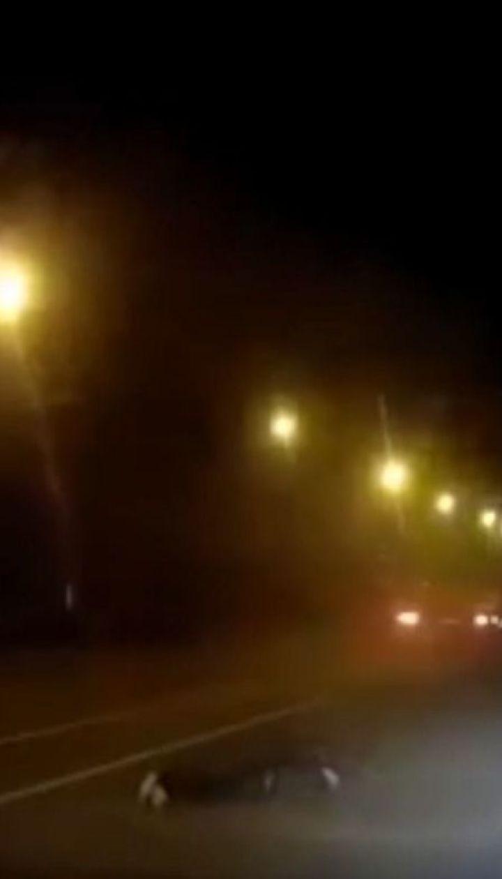 Прохожий чудом выжил после опасного столкновения с грузовиком в Полтаве