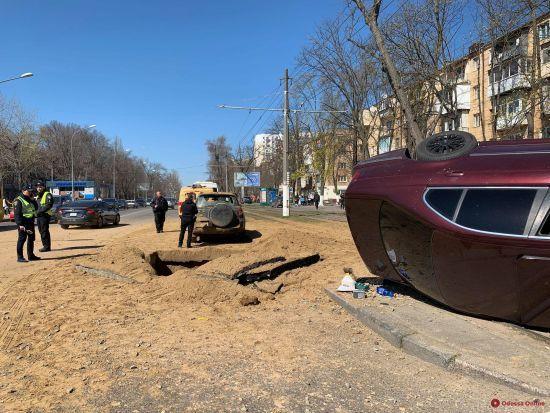 В Одесі прогримів вибух, автомобіль відкинуло на трамвайні рейки