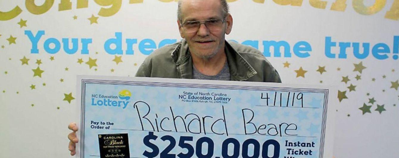 Больной раком американец поехал с женой в путешествие на выигранные деньги