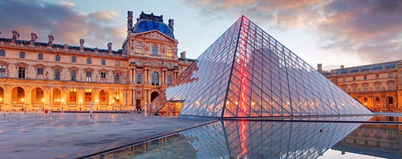 Усім охочим пропонують провести ніч у Луврі