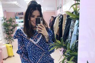 В платье с цветочным принтом и с улыбкой: весенний образ Нади Дорофеевой
