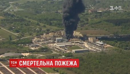 В Техасе в результате пожара на нефтяном заводе погиб человек