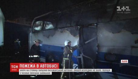 На автостоянке в спальном районе Львова сгорел автобус