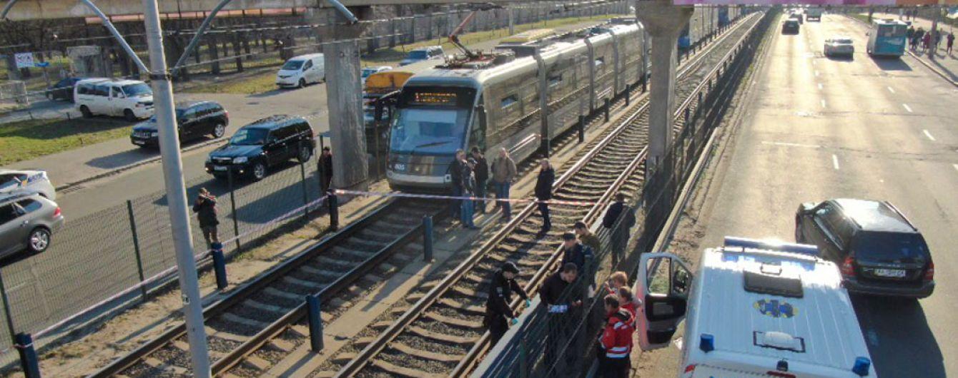 В Киеве самоубийство 35-летнего мужчины парализовало движение скоростного трамвая
