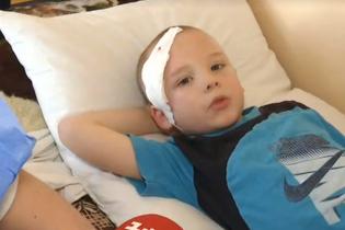 На Київщини в одній зі шкіл обвалилася плитка і впала на голову першокласникові