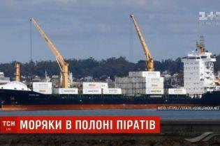 Владелец захваченного пиратами у Камеруна корабля назвал количество заложников