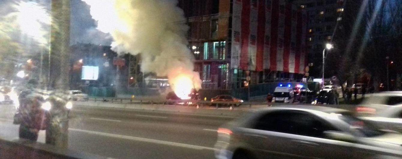ДТП с пожаром: в Киеве Porsche врезался в Chevrolet