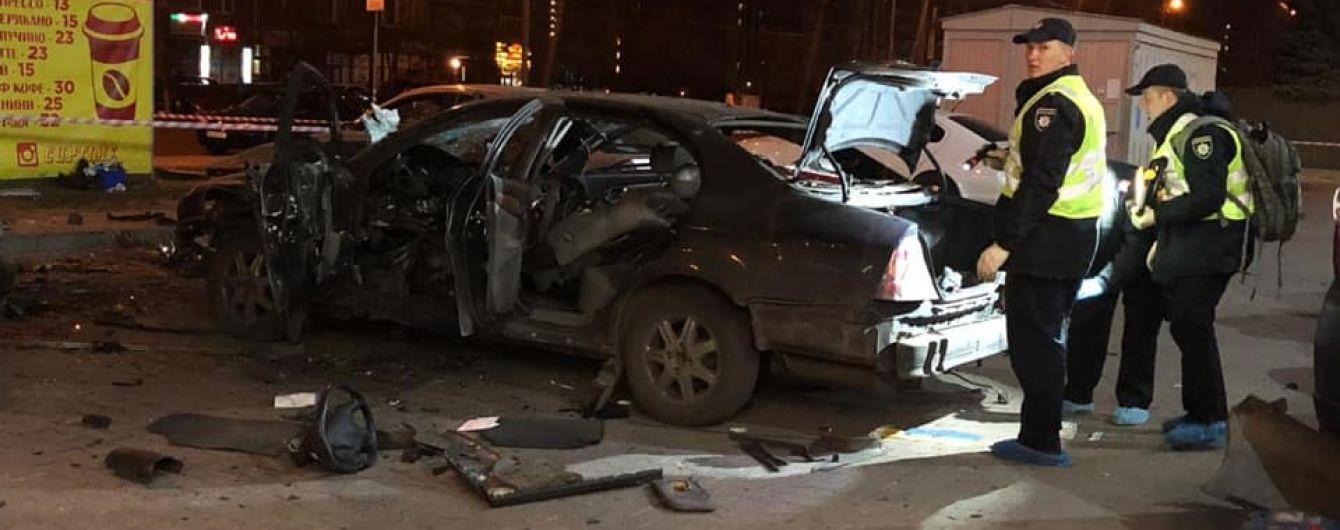 В Киеве ночью взорвался автомобиль, есть пострадавшие