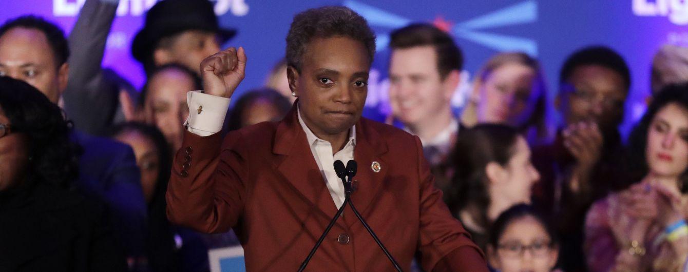 Мером Чикаго стала темношкіра лесбійка, яка на початку перегонів мала менше 2% рейтингу. Історія її успіху