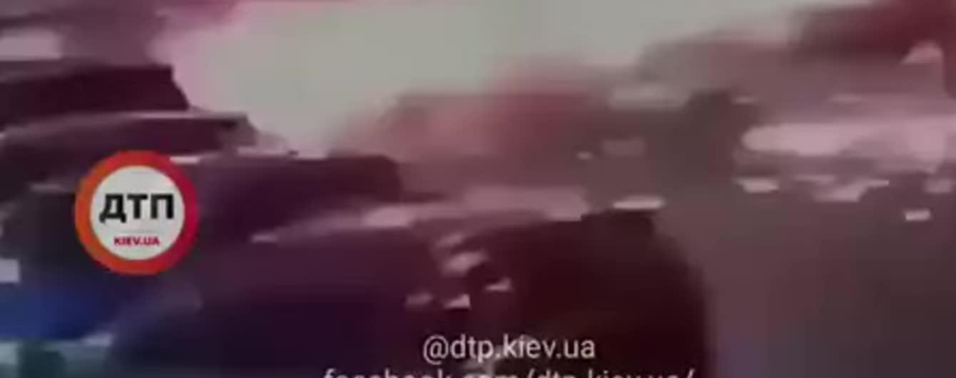 В Сети обнародовали видео взрыва машины украинского офицера-разведчика