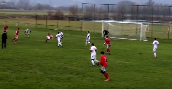 У стилі Роналду. Словацький футболіст забив видовищний гол бісиклетою