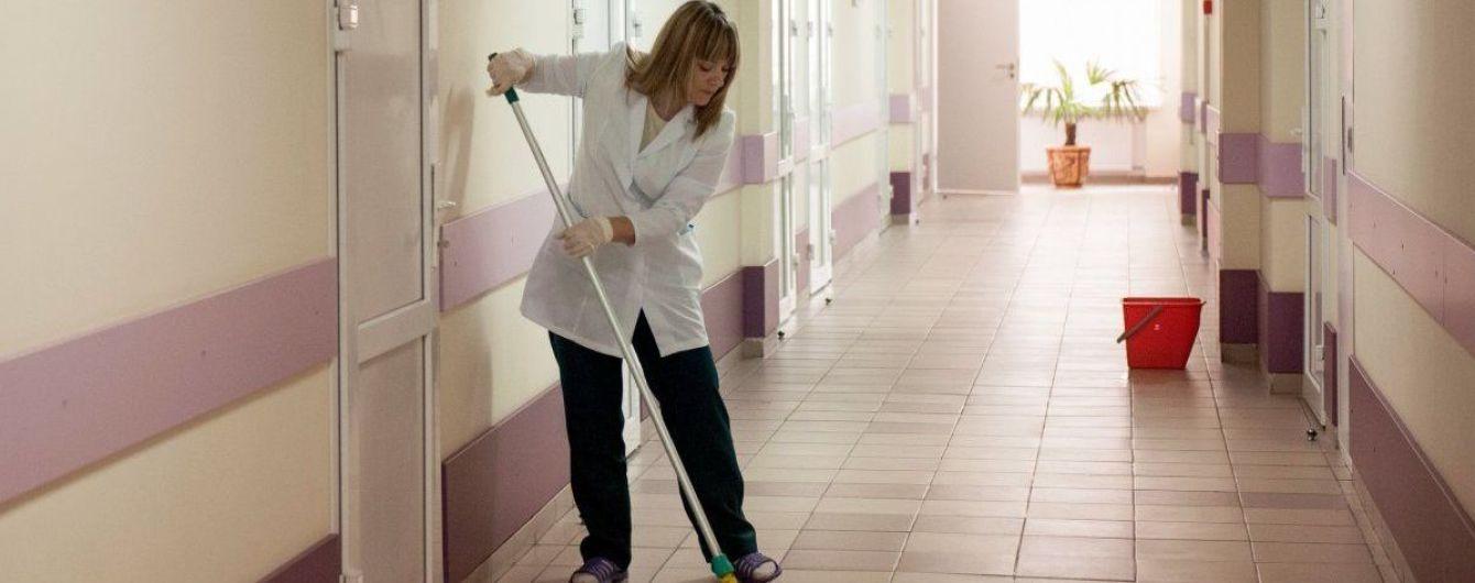 Во Львове с симптомами отравления госпитализировали уже 27 гостей одной свадьбы