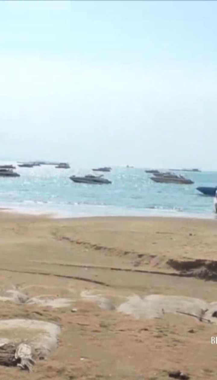 В Таиланде мощный шторм затопил дороги и повымывал ямы на пляже