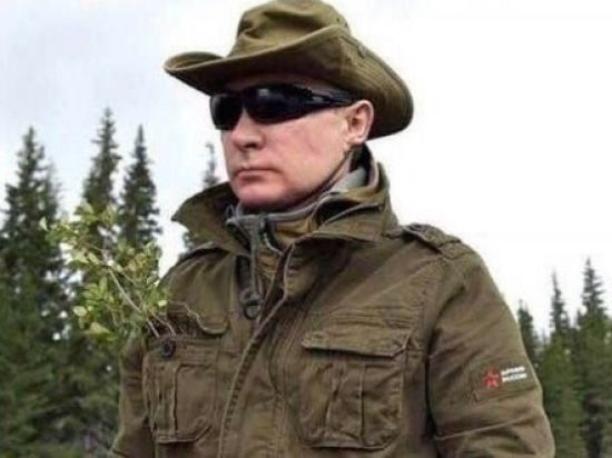"""Російський """"Воєнторг"""" почав торгувати """"курткою Путіна"""", яку поцупили у відомого бренда"""