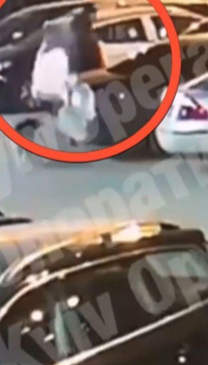 В столице диверсант скончался при попытке заложить взрывчатку в авто работника спецслужб