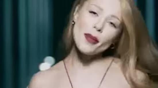 """Тіна Кароль та """"Бумбокс"""" представили кліп на дуетну пісню """"Безодня"""""""