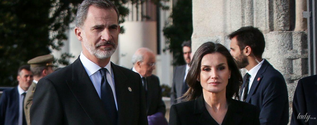 В лаконичном черном: королева Летиция и король Филипп VI на мероприятии в Мадриде