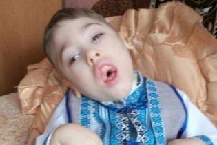 Тяжелое состояние  Артемки Зори заставил его маму обратиться за помощью