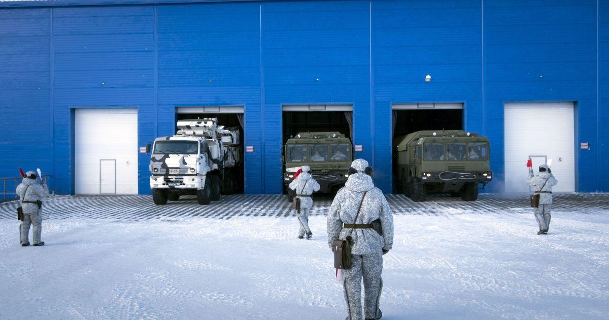 Россия модернизирует военную базу в Арктике, чтобы взять регион под свой контроль – AP