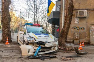 Гонитва зі стріляниною у Дніпрі: викрадачі авто потрощили поліцейську машину та травмували патрульного
