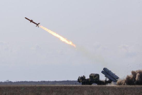 """В Україні успішно випробували першу вітчизняну крилату ракету """"Нептун"""""""