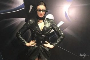 В экстремальном мини и стрипах: сексуальная MARUV своим выступлением произвела фурор на вечеринке