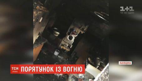 Мальчик едва не погиб в огне, охватившем дом