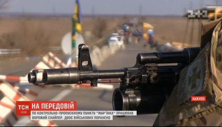 Вследствие выстрелов вражеского снайпера ранены двое украинских защитников
