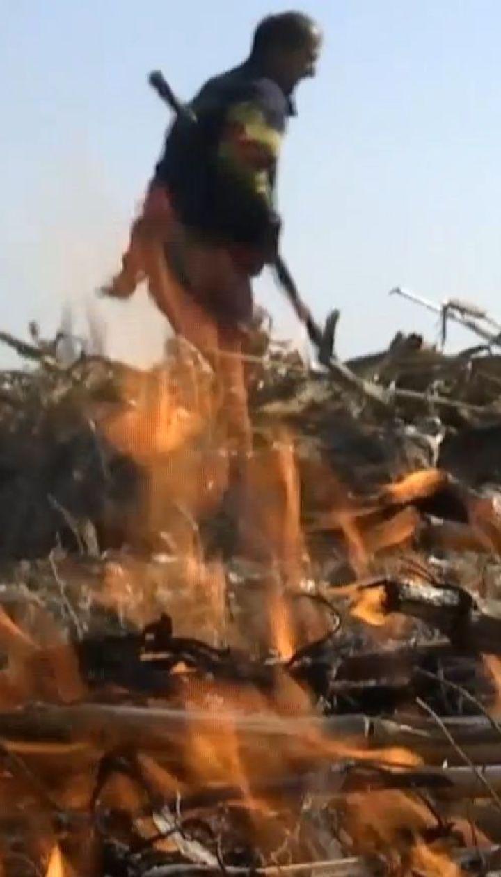 81-летняя бабушка погибла в огне, когда жгла сухостои