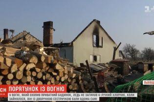 На Львовщине загорелся частный дом, где спали маленькие дети