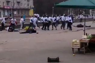 В России футбольные фанаты подрались перед матчем, пострадавших забрали в больницу