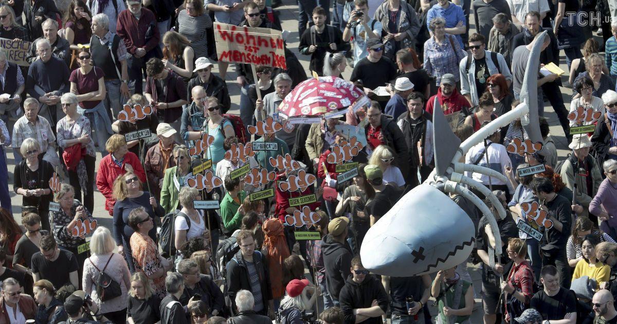 В Германии десятки тысяч людей протестуют против повышения квартплаты