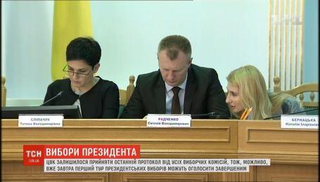 ЦВК залишилось прийняти останній протокол з уточненнями від окружних виборчих комісій