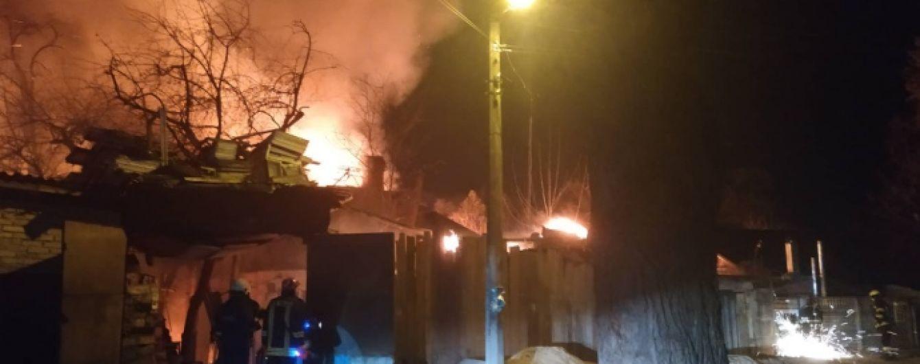 В Киеве горят четыре дома, раздаются взрывы