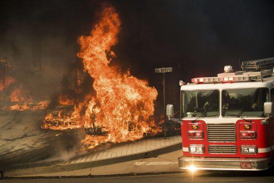 У США машина пожежників врізалась у легковик, є загиблі