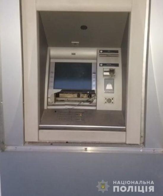 У Харкові вночі невідомі підірвали банкомат та викрали звідти гроші