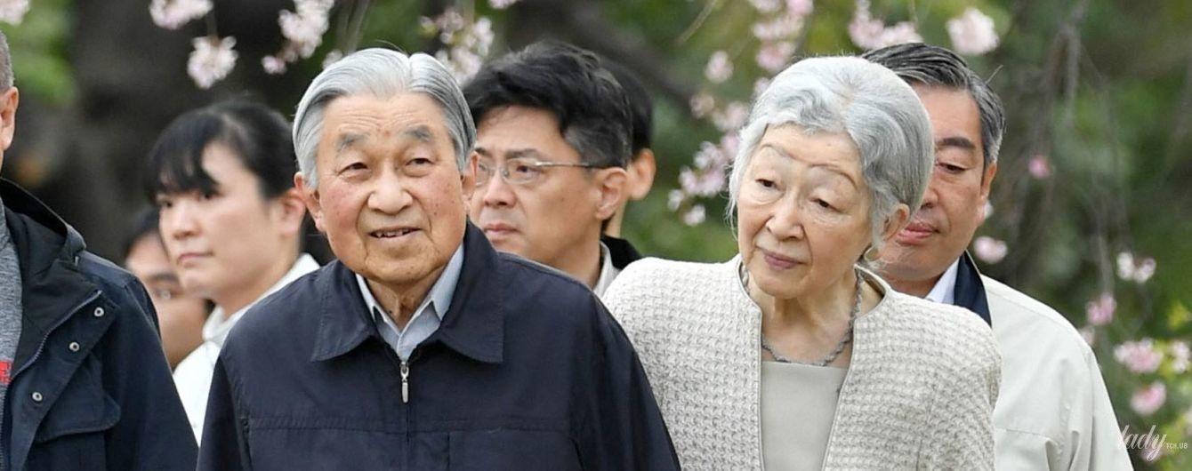 Вони такі милі: імператор Японії Акіхіто з дружиною Мітіко гуляли парком