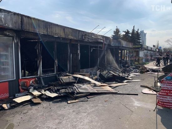 На столичних Березняках вигоріли кілька павільйонів ринку