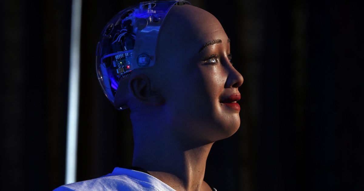 Разработчики человекоподобного робота София хотят выпустить тысячи ее аналогов: зачем
