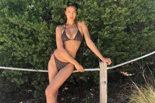 Красотка в бикини: Ирина Шейк поделилась пляжным снимком